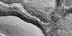 Elysium Planitia - Image: 48878 2095fracturesboulder s
