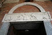 9607 - Milano - Sant'Ambrogio - Facciata - Architrave portale sin. - Foto Giovanni Dall'Orto 25-Apr-2007