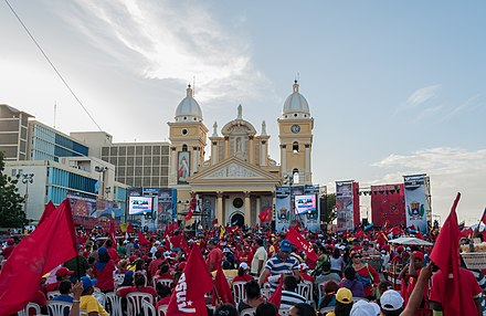 A 2012 rally by members of the left-wing populist United Socialist Party of Venezuela in Maracaibo Acto de Posesion del Gobernador Arias Cardenas.jpg