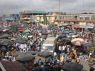 Agricultural marketing - Congestion at a market in Abidjan