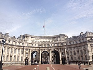 Rafael Serrano - Admiralty Arch, driving from Buckingham Palace, in the Mall