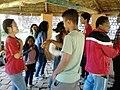 Adultes et ados entrain de jouer - Madagascar.jpg