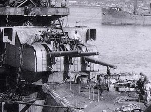 15.5 cm/60 3rd Year Type naval gun - Aft 155-mm triple turret on ''Yamato'' under construction, September 1941