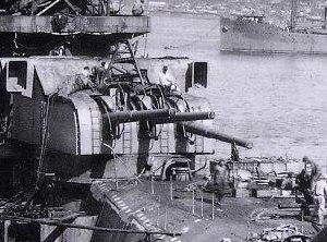 15.5 cm/60 3rd Year Type naval gun - Aft 155-mm triple turret on ''Yamato'' under construction, September 1941