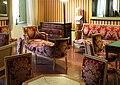 Ajaccio, maison bonaparte, salone con mobilio luigi xvi (sedute), del direttorio (tavolini) e secondo impero (guéridon) 06.jpg