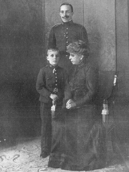 File:Alfonso XIII, madre e hijo por Franzen.png