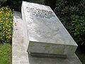 Alfried Krupp von Bohlen und Halbach, Grabplatte.JPG