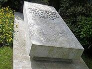 Alfried Krupp von Bohlen und Halbach, Grabplatte
