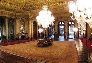 Hereke carpet - The Hereke carpet in the Ambassador's Hall in Dolmabahçe Palace is about 120m² large