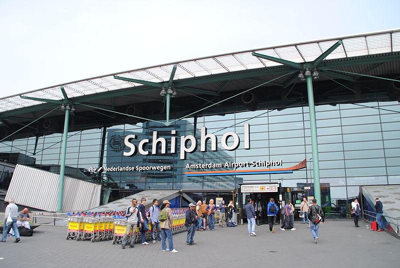 Голландское правительство планирует увеличить количество рейсов, прибывающих и отправляющихся из аэропорта Схипхол на 40 000 в год