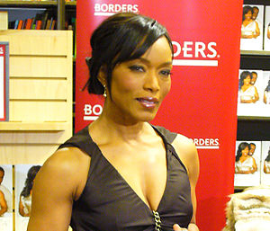 English: American actress Angela Bassett Portu...