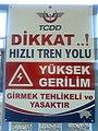 Ankara yht uyarı levhası.jpg