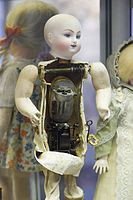 Antique doll cutaway showing mechanism (25902412776).jpg