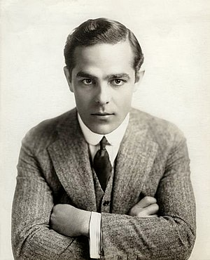 Antonio Moreno - Publicity portrait Moreno (1916)