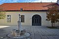 Apothekertrakt, Schönbrunn - court 02.jpg