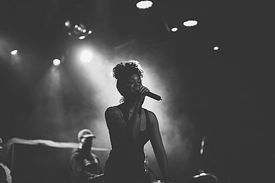 Picture of a band or musician: Ari Lennox