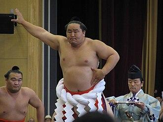 Asashōryū Akinori - Performing the dohyō-iri in 2004