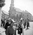 Bécsi kapu tér, Szent Jobb körmenet a Szent István-napi ünnepségen, háttérben az evangélikus templom. Fortepan 23014.jpg