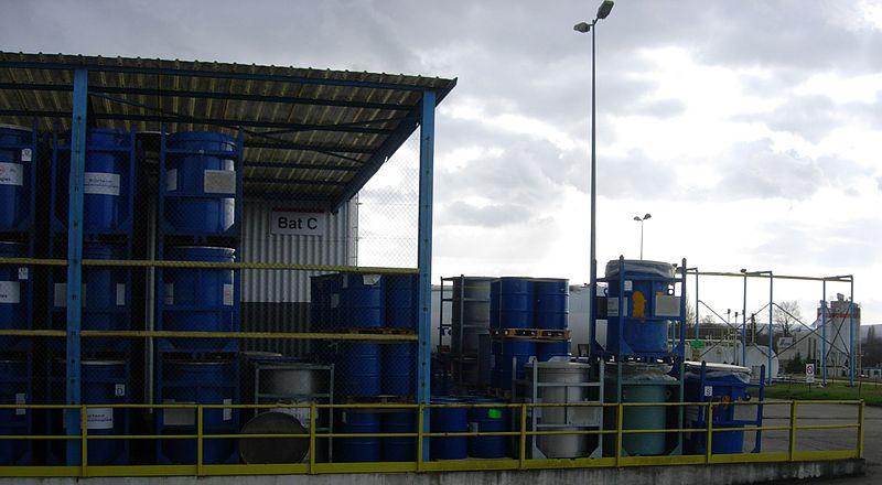 File:Barrels filled with sealants.jpg
