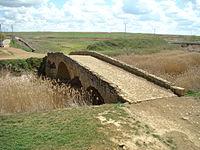 Becilla de Valderaduey puente romano lou.JPG