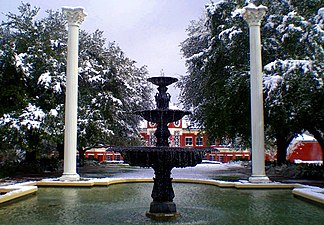Belhaven University Fountain.JPG