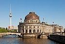 Berliner Museumsinsel Fernsehturm.jpg