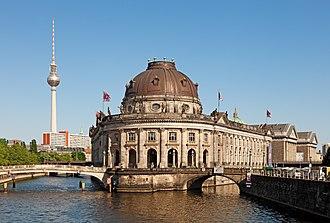 Museum Island - Image: Berlin Museumsinsel Fernsehturm