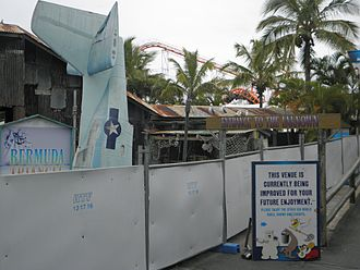 Bermuda Triangle (Sea World) - The ride's entrance after its closure.