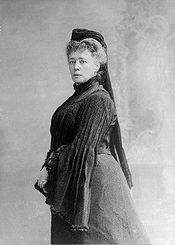 Bertha-von-Suttner-1906.jpg