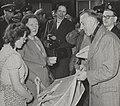 Bezoek koningin Juliana aan Nieuw-Vossemeer na de Watersnood van 1953.jpg