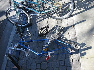 Bicycle theft - An attempted bicycle theft in Davis, California where the perpetrator tried to the break the U-lock with a car jack