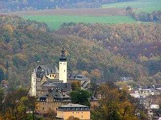 "Principality of Reuss-Greiz - Image: Blick zum ""Oberen Schloß"" vom ""Weißen Kreuz"""