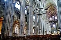 Bourges Cathédrale Saint-Étienne Innen Langhaus Ost 2.jpg