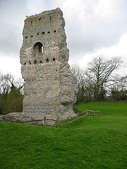 Bramber Castle ruin - geograph.org.uk - 367434