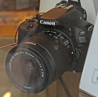 Canon EOS 100D - Image: Canon EOS 100D in a show case