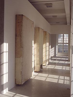 Lawrence Carroll - Lawrence Carroll, Installation, documenta IX, Kassel, Germany, 1992