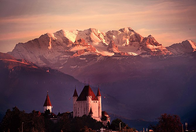 Castle of Thun in front of mountain.jpg