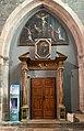 Cathédrale Notre-Dame-du-Réal d'Embrun (août 2021) - Porte en bois surmontée d'une peinture.jpg