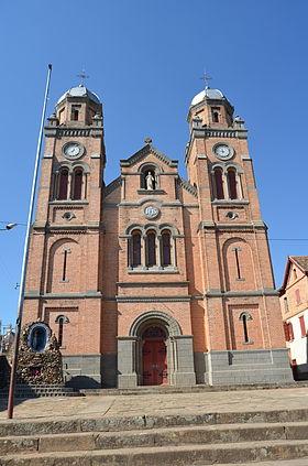 Façade de la cathédrale du Saint-Nom-de-Jésus.
