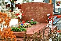 Ceaușescu Grave.jpg