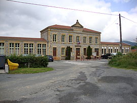 The town hall and school in Chénelette
