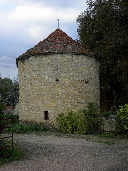 Château de Chevenon (58). Colombier.