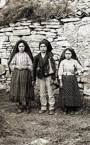 Our Lady of Fátima - Lúcia Santos (left) with her cousins Francisco and Jacinta Marto, 1917