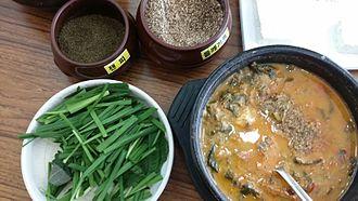 Allium tuberosum - chueotang served with garlic chives