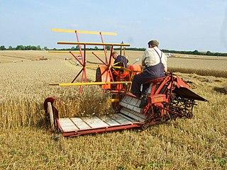 Reaper-binder harvesting machine