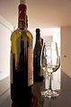 Dégustation d'un vin blanc de Chypre.jpg