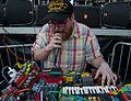 Dan Deacon - Wee ooo (2012-07-07 by Ian T. McFarland).jpg