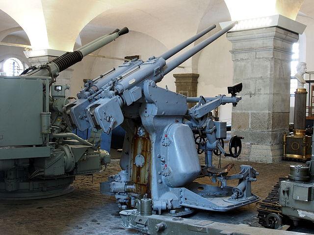 Bismarck 1/700 Meng 640px-Danish_AAA_37mm_machinegun_used_in_the_fleet_pic5