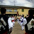 Danzantes-grupo-paloteo-Villamandos.jpg