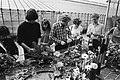 De boer op en Kom in de kas was er open dag in de agrarische bedrijven en in de glas-tuinbouw, studenten Rijksmiddelbare Tuinbouwschool, Bestanddeelnr 931-4262.jpg